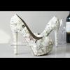 转全新婚鞋,白色珍珠鞋时尚大方